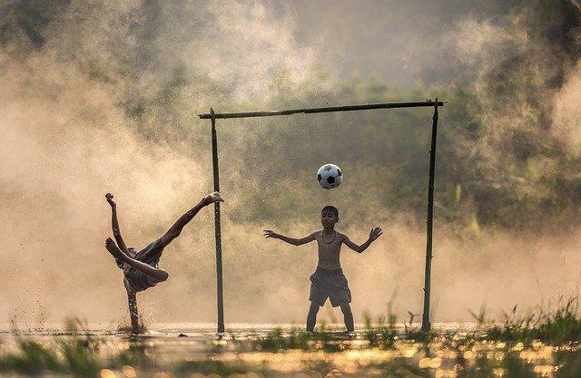 Tetap berpegang pada sepakbola? Rashford terbukti heroik di lapangan saat dia pergi